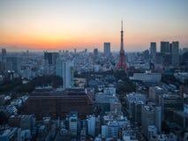 Opinión de la torre de Tokio de la puesta del sol del observatorio del World Trade Center Imágenes de archivo libres de regalías