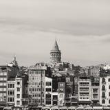 Opinión de la torre de Galata de Bosphorus imagenes de archivo