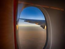 Opinión de la ventana del aeroplano Foto de archivo libre de regalías