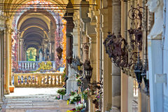Opinión de las arcadas del cementerio del mirogoj de Zagreb Foto de archivo