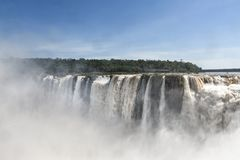 Opinión de las cascadas de Iguazu del lado argentino Fotografía de archivo libre de regalías