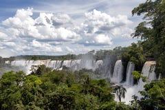 Opinión de las cascadas de Iguazu del lado argentino Imágenes de archivo libres de regalías