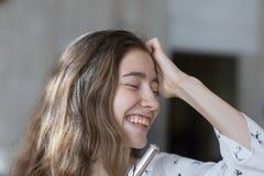 Opinión de las emociones humanas positivas, de las expresiones faciales, de la reacción, de la actitud y de la vida imagen de archivo libre de regalías