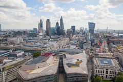 Opinión de Londres La ciudad de Londres uno de los centros principales de la opinión global de finance Visión desde la catedral d Imagen de archivo