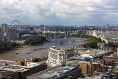 Opinión de Londres La ciudad de Londres uno de los centros principales de la opinión global de finance Visión desde la catedral d Fotos de archivo