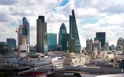 Opinión de Londres La ciudad de Londres uno de los centros principales de la opinión global de finance Visión desde la catedral d Foto de archivo libre de regalías