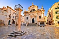 Opinión de los hitos históricos del cuadrado de Dubrovnik imagen de archivo libre de regalías