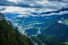 Opinión de los mountins de las montañas foto de archivo libre de regalías
