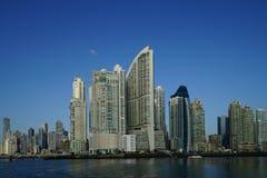 Opinión de los rascacielos de ciudad de Panamá, Panamá de la madrugada Fotos de archivo libres de regalías