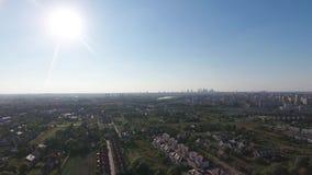 Opinión de los suburbios de Varsovia desde arriba metrajes