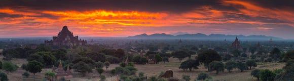 Opinión de los templos de Bagan, Myanmar del panorama Fotografía de archivo libre de regalías