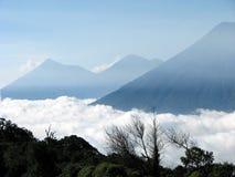 Opinión de los volcanes Fotos de archivo