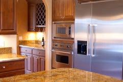 Opinión de lujo de la cocina de la casa Foto de archivo