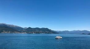 Opinión de Maggiore del lago Fotos de archivo