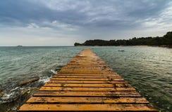Opinión de mar adriático en Rovinj, destino turístico popular de la costa croata Imagen de archivo