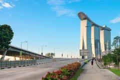 Opinión de Marina Bay Sands del puente de la avenida de Bayfront Fotografía de archivo libre de regalías