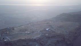 Opinión de Masada aéreo y de mar muerto por la mañana almacen de metraje de vídeo