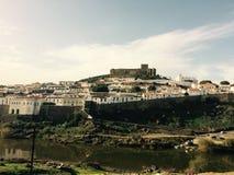 Opinión de Mertola Portugal de la ciudad imágenes de archivo libres de regalías