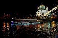 opinión de Moscú del puente al cothedral de Cristo el salvador fotografía de archivo libre de regalías