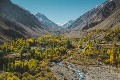 Opini?n de Mountainscape en la gama de Karakoram, Skardu Gilgit baltistan, Paquist?n imagen de archivo