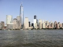 Opinión de New York City del barco imagen de archivo libre de regalías