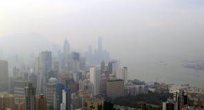 Opinión de niebla del paisaje Hong Kong en el paseo de Sir Cecil, colina de Braemar, Hong Kong Foto de archivo
