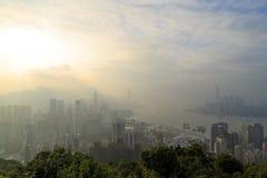Opinión de niebla del paisaje Hong Kong en el paseo de Sir Cecil, colina de Braemar, Hong Kong el 31 de enero de 2015 Imagenes de archivo