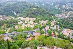 Opinión de niebla de la luz del día a Eze, pueblo de Azur del ` de Cote d con medieval ho imagen de archivo