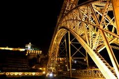 Opinión de Nigth del puente de los Dom LuÃs I, Oporto, Portugal Fotografía de archivo libre de regalías