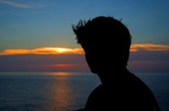 Opinión de océano de la silueta de la puesta del sol Fotos de archivo