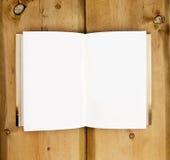 Opinión de ojo de pájaro de las paginaciones en blanco abiertas del libro fotos de archivo