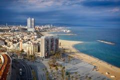 Opinión de ojo de pájaro en la playa de Barcelona, España. Fotografía de archivo