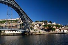 Opinión de Oporto con el puente de la D. Luis Fotografía de archivo