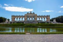 Opinión de Panoramatic sobre Gloriette, parque de Schonbrunn, Viena fotos de archivo libres de regalías
