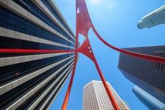 Opinión de perspectiva de los edificios de oficinas de Los Ángeles contra el cielo azul Fotos de archivo