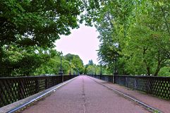 Opinión de perspectiva del puente foto de archivo