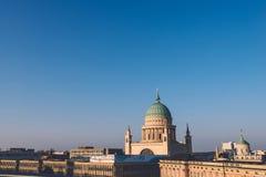 Opinión de Potsdam con St Nicholas Church Imagen de archivo