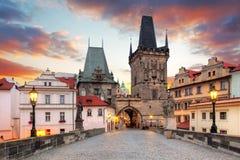 Opinión de Praga de Charles Bridge imagen de archivo libre de regalías