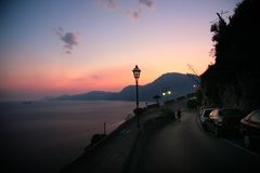 Opinión de Praiano de la puesta del sol fotos de archivo