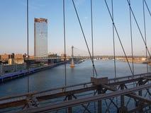 Opinión de puente de Brooklyn sobre New York City imagen de archivo libre de regalías