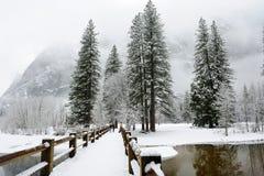 Opinión de puente de balanceo de Yosemite foto de archivo libre de regalías