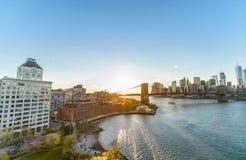 Opinión de puente de Brooklyn del puente de Manhattan en Nueva York Imagen de archivo