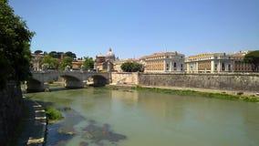 Opinión de Roma el río y la Ciudad del Vaticano de Tíber almacen de metraje de vídeo