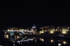 Opinión de Roma en la noche Fotos de archivo libres de regalías