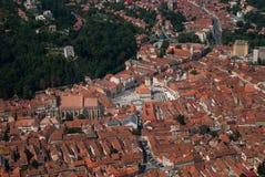 Opinión de Rumania de la plaza principal de Brasov Foto de archivo libre de regalías