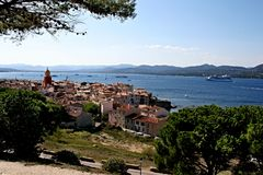 Opinión de Saint Tropez Francia de la ciudad Imágenes de archivo libres de regalías