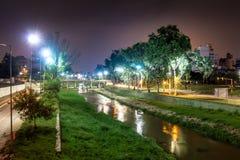 Opinión de San Antonio del río del bicentenario Bridge Puente del Bicentenario - Córdoba, la Argentina imágenes de archivo libres de regalías