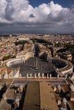 Opinión de San Pietro de la plaza imagen de archivo libre de regalías