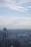 Opinión de Seattle del Monte Rainier foto de archivo