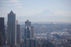 Opinión de Seattle del Monte Rainier fotografía de archivo